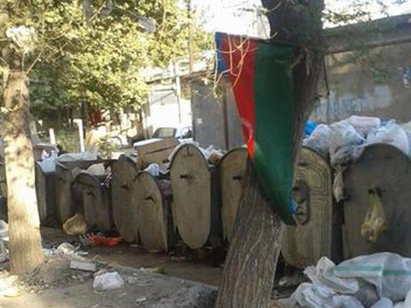 Azərbaycan bayrağını zibilliyə atdılar – VİDEO - FOTO