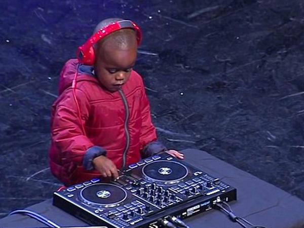 3 yaşlı uşaq milyonları heyrətləndirdi - VİDEO - FOTO