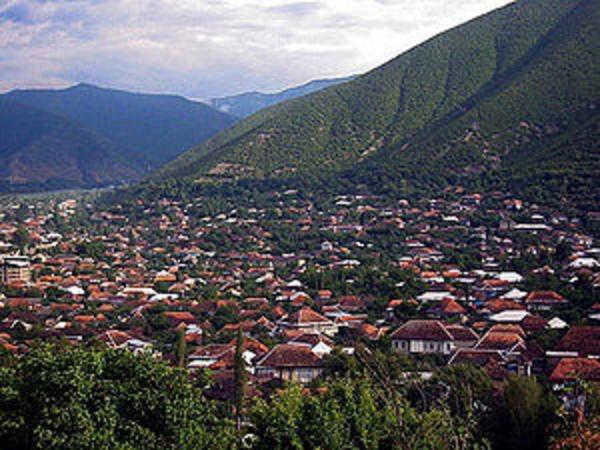 """Şəkidə """"qızılaxtaranlar"""" qədim kurqanı dağıdır"""