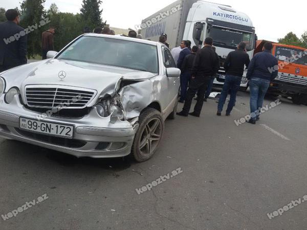 """""""Mercedes""""lə """"TİR"""" toqquşdu - FOTO"""
