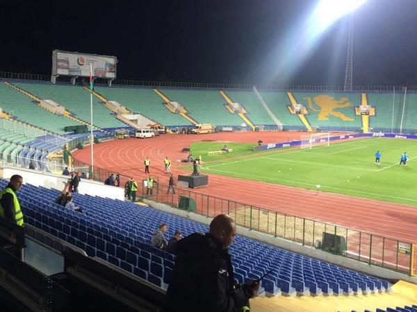 Millimizin oyununda stadion bomboşdur - FOTO