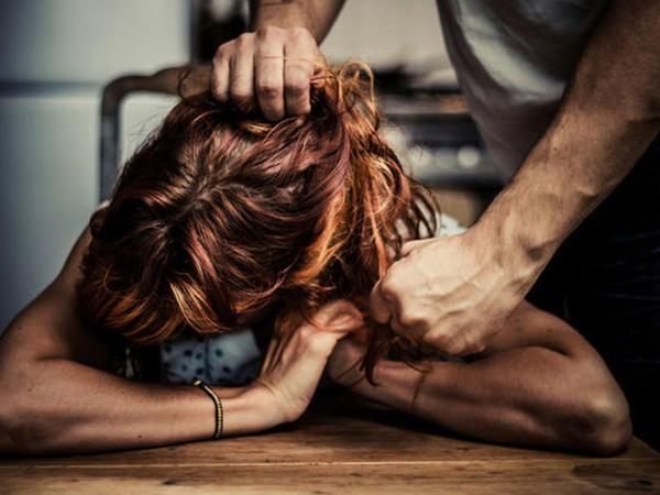 Bakıda 27 yaşlı qızı əcnəbi sevgilisi döydü
