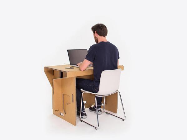 Kartondan hazırlanmış iş masası - FOTO