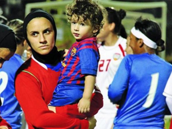 İranlı qadın futbolçu ərini dinləmədi - FOTO