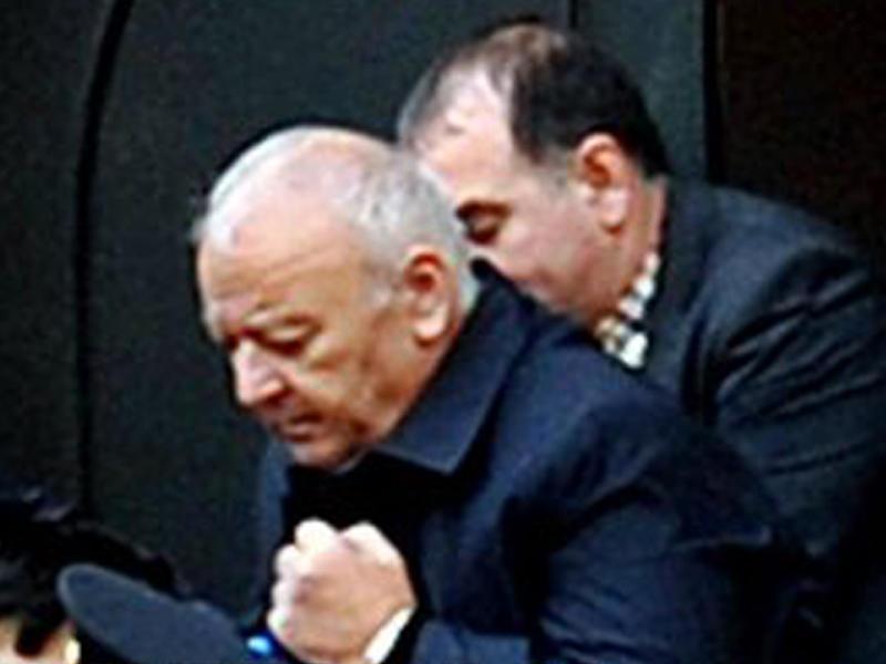 Akif Çovdarov aclıq aksiyasını dayandırdı