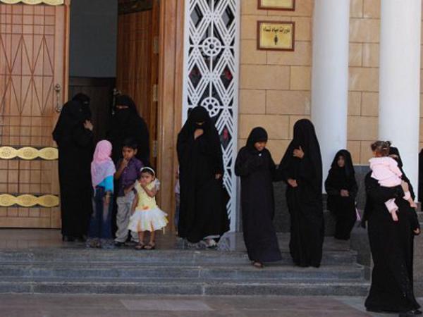 Səudiyyə qadınları ilk dəfə olaraq seçki kampaniyasına qatılır