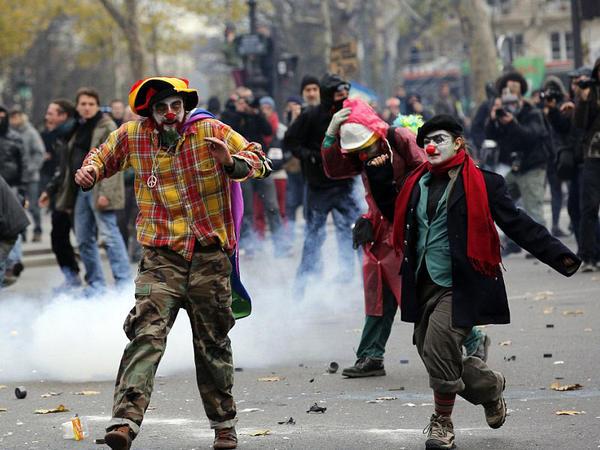 Paris çalxalanır: 208 nəfər həbs olundu - VİDEO - FOTO