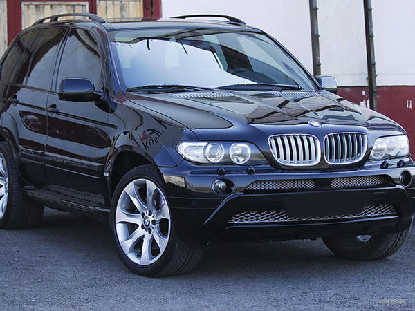 Bakıda BMW X5 cəmi 9500 manata satıldı