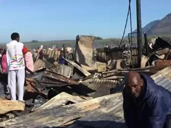 Güclü yanğın 800 evi məhv etdi