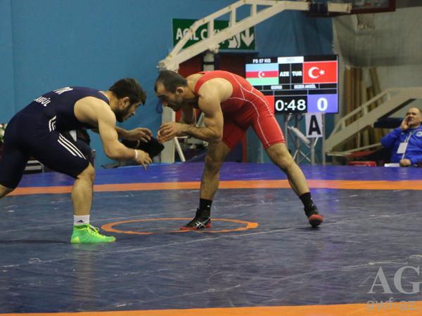 Yaşar Doğunun xatirə turnirində ilk gün 1 gümüş və 3 bürünc medal - FOTO