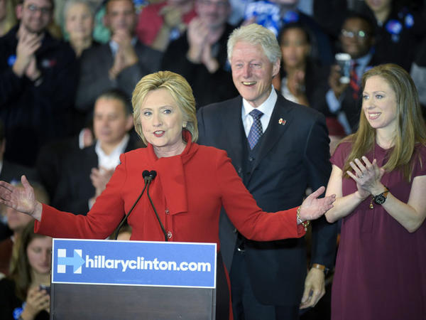 Klintonlar 153 milyon dollar qazandılar