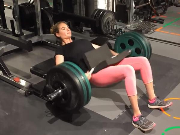 23 yaşlı model 80 kiloluq çəki daşları ilə - VİDEO