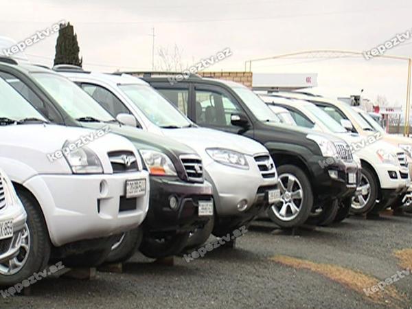 """Avtomobil bazarında satıcılar """"milçək tuturlar"""""""