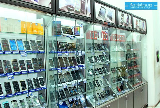 Bakıda mobil telefonların qiyməti kəskin ucuzlaşır - FOTO