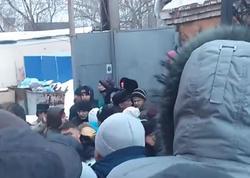Azərbaycanlılar Rusiyada Miqrasiya idarəsini mühasirəyə aldılar - VİDEO