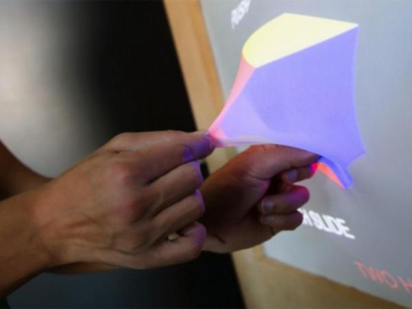 Yeni fantastik texnologiya şəkli ekranın xaricinə çəkməyə imkan verəcək