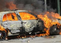 """Bakıda """"Mercedes"""", Göyçayda isə 2 otaqlı ev yandı"""