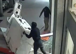 Bankomatı maşına bağlayıb apardılar - VİDEO