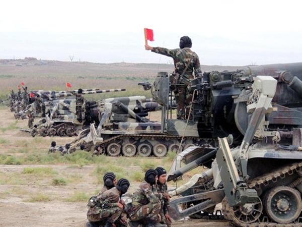 Azərbaycan ordusu düşmənin müdafiəsini yarır - VİDEO