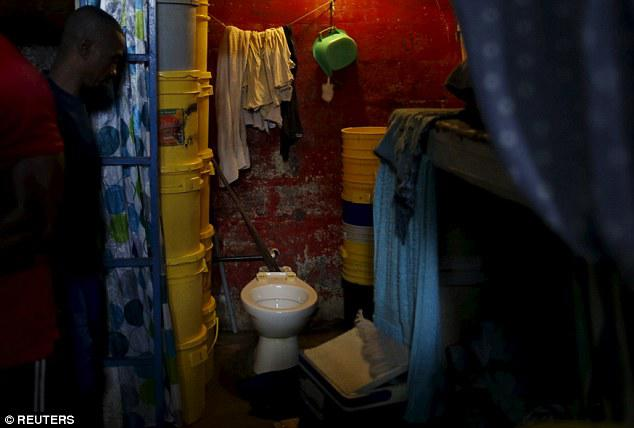 Dünyanın ən pis həbsxanasından FOTOlar