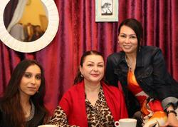 Xalq artisti ailəsi ilə restoranda - FOTO