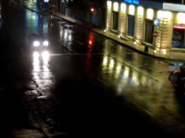 Bakıda taksilərin toqquşma anı - VİDEO