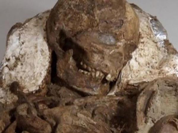 Qəbirdən tapılan skelet arxeoloqları şoka saldı - FOTO