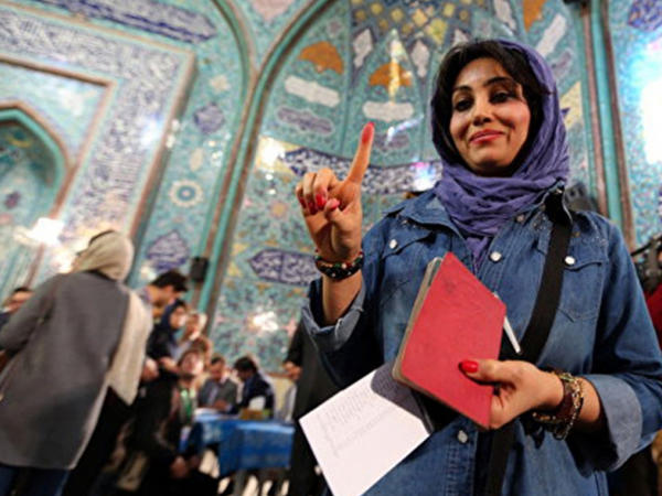 """İran parlamentində """"qadın qələbəsi"""""""