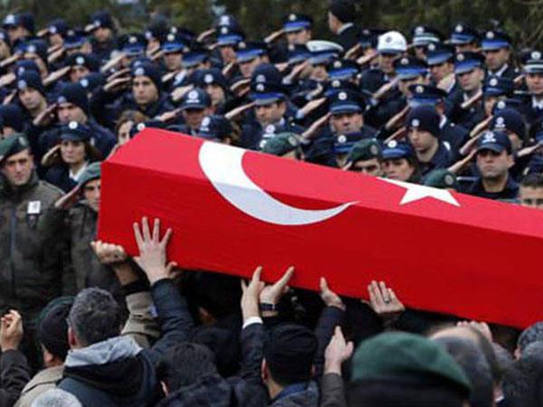 Türkiyə yenə şəhid verdi, 10 polis yaralandı