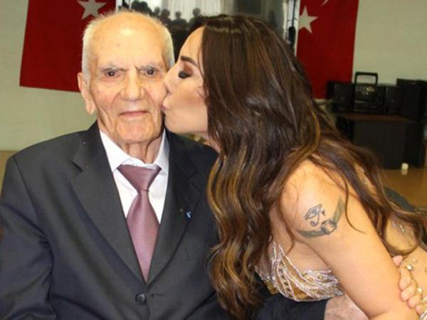 Məşhur rəqqasə 102 yaşlı kişi üçün oynadı - FOTO