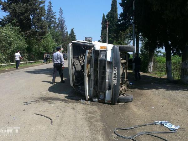 Mikroavtobus minik avtomobili ilə toqquşdu: 5 ölü - DAĞISTANDA