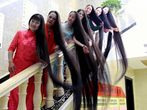 Çox uzun saçlı 8 qadın ölkəni dolaşır - FOTO