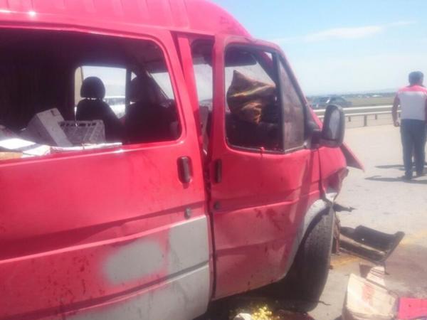 Goranboyda sərnişin mikroavtobusu qəzaya düşdü: yaralılar var - FOTO