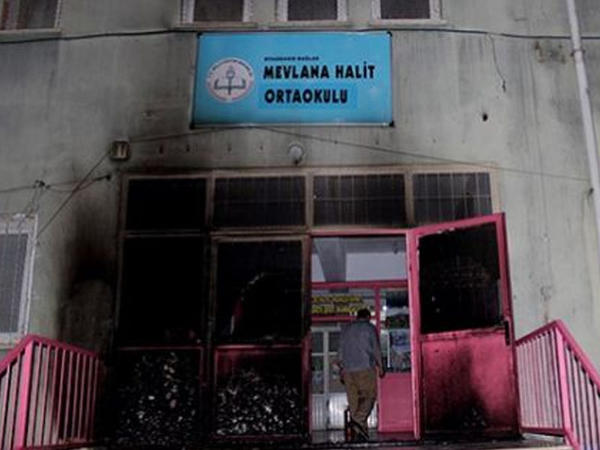 Terrorçular məktəbi yandırdılar