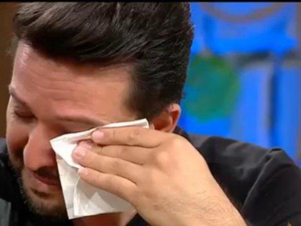 Müğənni keçmiş günlərini izləyib ağladı - VİDEO