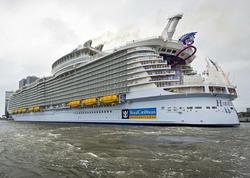 Dünyanın ən böyük gəmisində RÜSVAYÇILIQ - FOTO