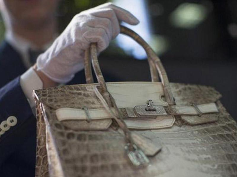 Rekord qiymətə satılan qadın çantası