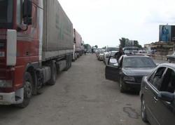 Sel Rusiya-Gürcüstan sərhədini bağladı, sürücülər Azərbaycana keçdilər - FOTO