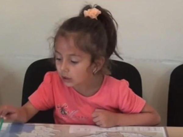 5 yaşlı qızın qeyri-adi bacarığı – VİDEO