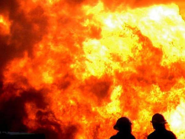 Anbar yandı: 5 nəfər öldü