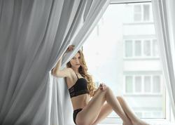 Azərbaycanlı fotoqraf rus modeli soyundurdu - FOTO