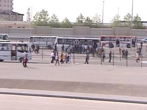 Paytaxda avtobus dayanacağı - durum səhralığı xatırladır - VİDEO