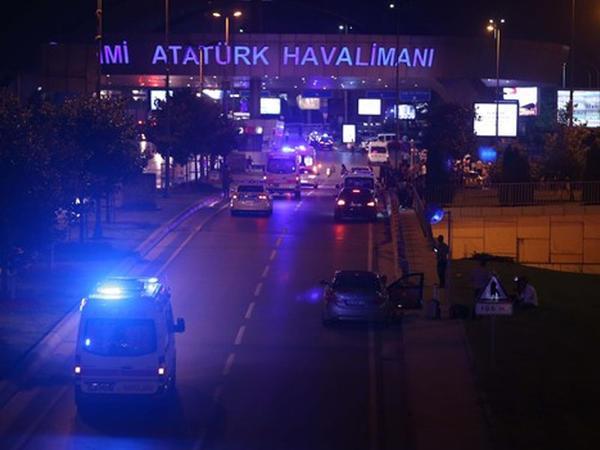 """İstanbul hava limanında atışma və 2 partlayış: 10 ölü, 29 yaralı - <span class=""""color_red"""">YENİLƏNİB - VİDEO - FOTO</span>"""