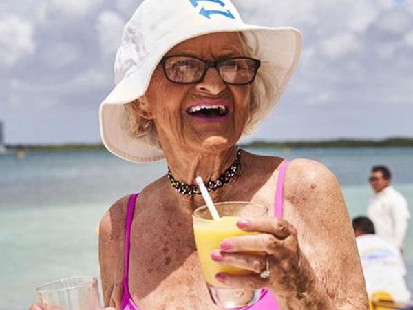 87 yaşlı İnstaqram fenomeni - FOTO