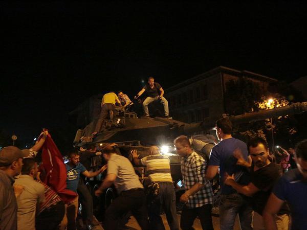 """Türkiyədə çevriliş baş tutsaydı <span class=""""color_red"""">9 min nəfər öldürüləcəkdi</span>"""