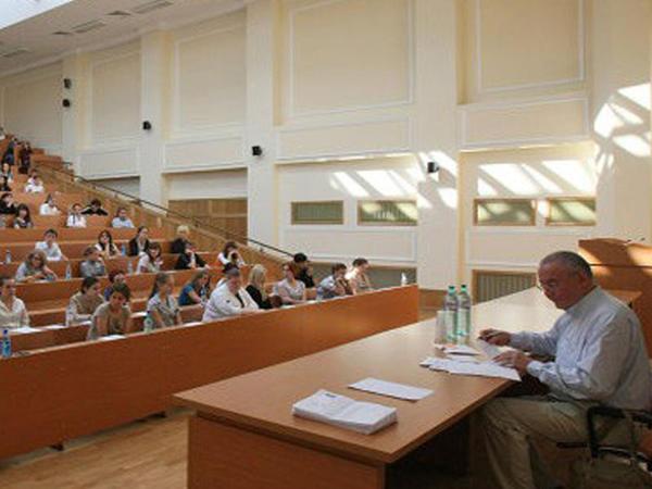 İdarəçilik forması dəyişən universitetlərdə təhsil haqqı artacaqmı?
