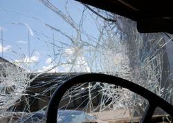 Avtomobil piyadanı vurub