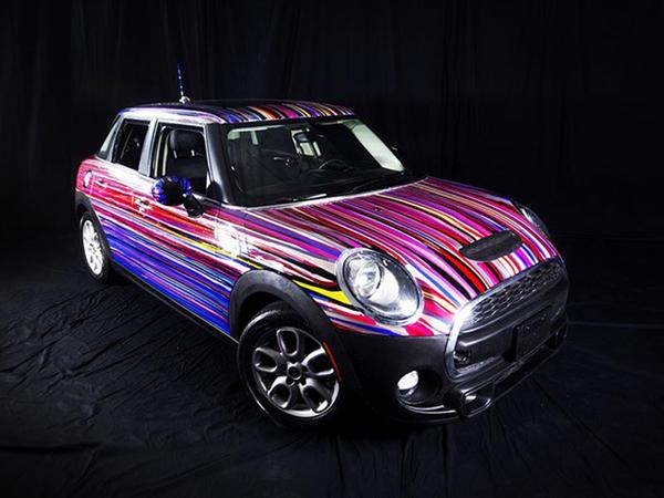 Dırnaq lakı ilə boyanmış Mini Cooper - FOTO