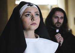 Azərbaycanlı aktrisadan kilsədə FOTOSESSİYA
