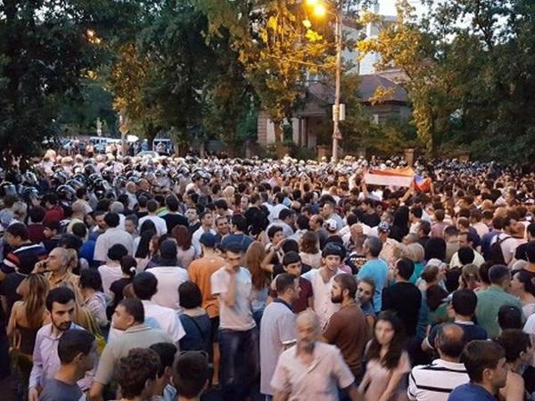 Yerevanda daha bir etiraz aksiyası keçirilir